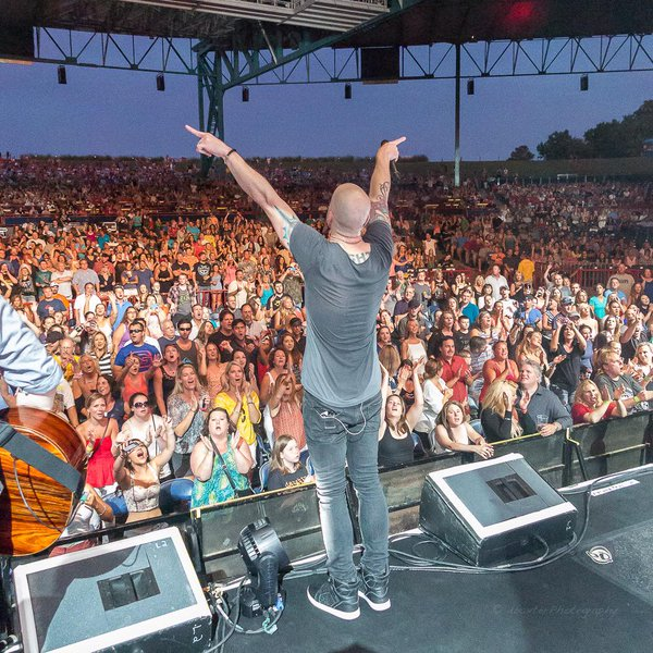 Thanks To Drsailmaker For Tweeting In What An Incredible Crowd Shot At Daughtry Live