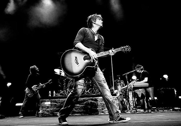 The Goo Goo Dolls & Phillip Phillips at Veterans United Home Loans Amphitheater