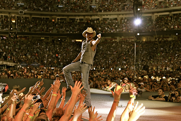 Kenny Chesney Old Dominion At Veterans United Home Loans Amphitheater