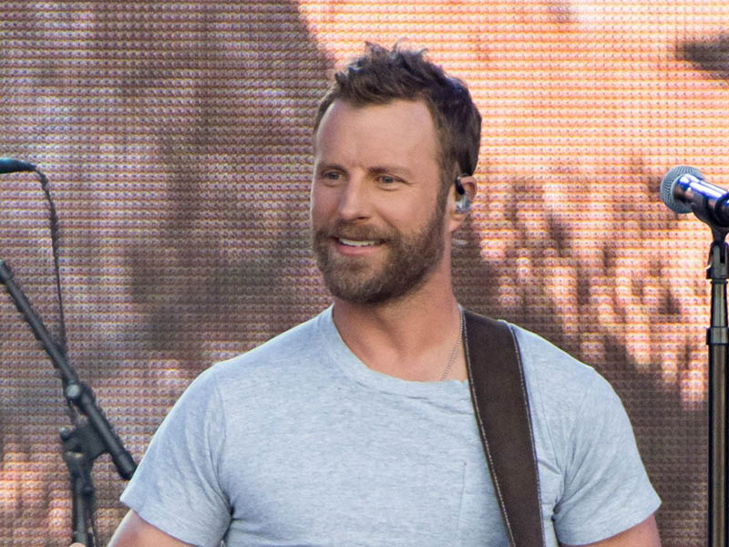 Dierks Bentley: Beers on me tour at Veterans United Home Loans Amphitheater
